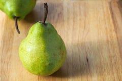 Dos peras verdes Imagen de archivo