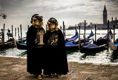 Dos personas en trajes carnaval Foto de archivo
