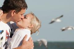 Dos personas jovenes en amor Imagenes de archivo