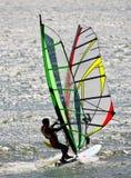 Dos personas que practica surf Foto de archivo libre de regalías