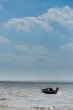 Dos pescador Catching Fish Foto de archivo libre de regalías