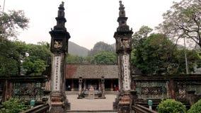 Dos pilares antiguos en la fundación del capital antiguo imagen de archivo