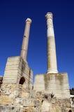 Dos pilares de mármol y cielo azul en Cartago, Túnez Fotos de archivo libres de regalías