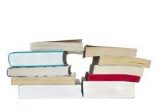 Dos pilas de libros con un traingle en el centro, aisladas sobre el fondo blanco Imagenes de archivo