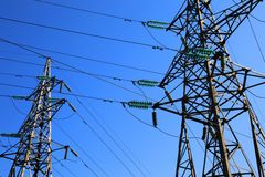 Dos pilones de la electricidad Fotografía de archivo libre de regalías
