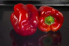 Dos pimientas rojas Imagenes de archivo