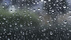 Dos pingos de chuva para-brisa para baixo vídeos de arquivo