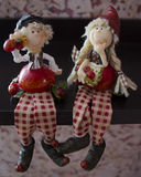 Dos poca muñeca de la resina del muchacho y de la muchacha del vintage Fotografía de archivo libre de regalías
