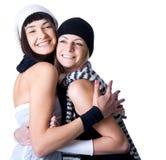 Dos presentaciones y sonrisas bonitas jovenes de las mujeres Imagen de archivo