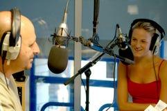 dos presentadores de radio Imágenes de archivo libres de regalías