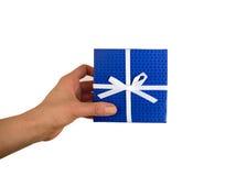 Dos presentes, con rojo, cinta azul en el fondo blanco Imágenes de archivo libres de regalías