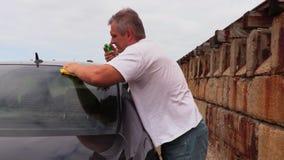 Dos propre de voiture d'homme banque de vidéos