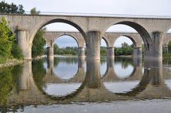 Dos puentes en armonía perfecta foto de archivo