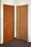 Dos puertas imagenes de archivo
