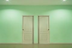 Dos puertas fotografía de archivo