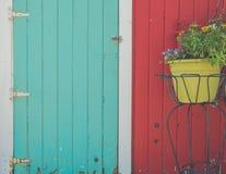 Dos puertas del país con las flores Imagenes de archivo