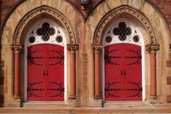Dos puertas rojas Fotos de archivo libres de regalías