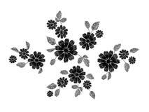 Dos ramos pequenos florais brancos do teste padrão do laço do bordado erva selvagem com pouca flor violeta azul do campo Tradicio Fotografia de Stock