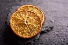 Dos rebanadas de fruta cítrica secada fotografía de archivo libre de regalías