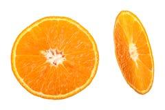 Dos rebanadas de mandarina aisladas en el fondo blanco Visión superior Endecha plana Fotos de archivo libres de regalías