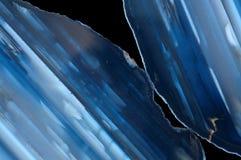 Dos rebanadas de piedra preciosa azul de la ágata Fotos de archivo