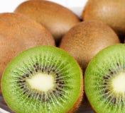 Dos rebanadas del kiwi Imagen de archivo libre de regalías
