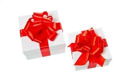 Dos rectángulos de regalo blancos del cuadrado del cartón Fotografía de archivo