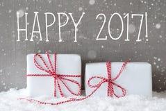 Dos regalos con los copos de nieve, mandan un SMS a 2017 feliz Fotografía de archivo libre de regalías