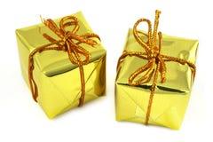 Dos regalos de oro Imagen de archivo libre de regalías