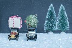 Dos regalos del coche de la Navidad Fotografía de archivo libre de regalías