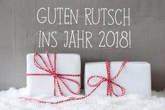 Dos regalos, nieve, Feliz Año Nuevo de los medios de Guten Rutsch 2018 Fotografía de archivo