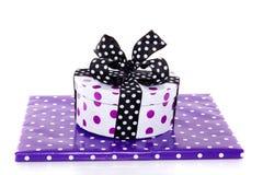 Dos regalos punteados púrpuras Imagen de archivo libre de regalías
