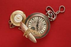 Dos relojes de bolsillo con la cadena Fotos de archivo