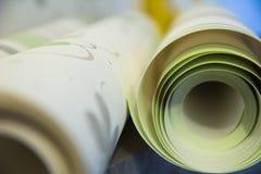 Dos rollos de papel pintado del vinilo para la reparación del sitio Fotografía de archivo