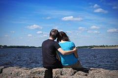 Dos romantiques de couples Photographie stock libre de droits