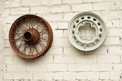 Dos ruedas de la aleación del coche foto de archivo