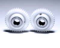 Dos ruedas dentadas en blanco Fotografía de archivo libre de regalías
