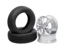 Dos ruedas y neumáticos para el coche Imagenes de archivo