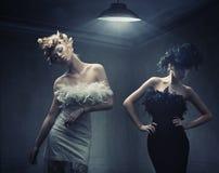 Dos señoras de la manera fotografía de archivo