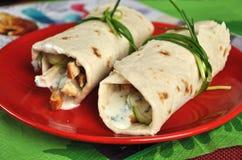 Dos shawarmas en la placa Imágenes de archivo libres de regalías
