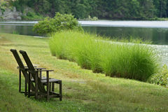 Dos sillas de madera Fotos de archivo libres de regalías