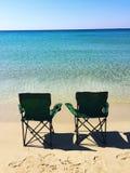 Dos sillas en la playa Fotos de archivo