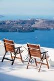Dos sillas en Santorini Fotografía de archivo