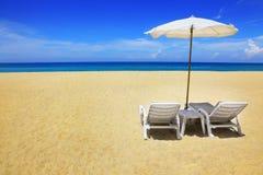 Dos sillas y paraguas Imagen de archivo libre de regalías