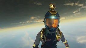 Dos skydivers profesionales saltan a partir de caída del aeroplano en cielo juntos uniforme metrajes