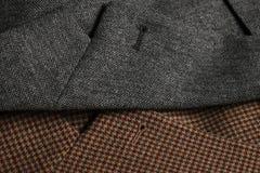Dos solapas de la capa del tweed de lado a lado fotografía de archivo