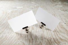 Dos tarjetas de visita en blanco Imágenes de archivo libres de regalías