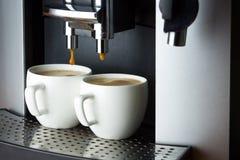 Dos tazas blancas de café express Foto de archivo