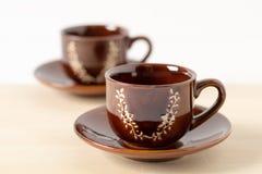 Dos tazas de café con los platillos Imágenes de archivo libres de regalías