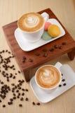 Dos tazas de café del capuchino Imágenes de archivo libres de regalías